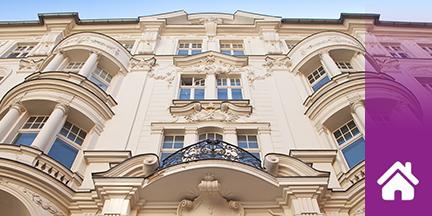 Historische verzierte Hausfassade