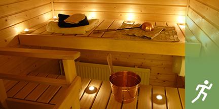 Innenansicht Sauna mit Teelichtern